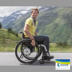 Twion, l'assistance électrique pour fauteuil roulant la plus légère et rapide, au design moderne, compatible avec smartphone